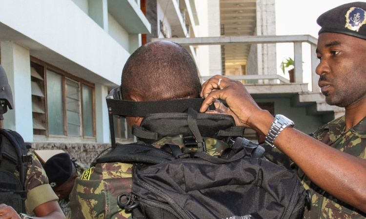 Embaixada dos E.U.A doa Equipamento de Grupo de Abordagem para a Marinha de Guerra de Moçambique