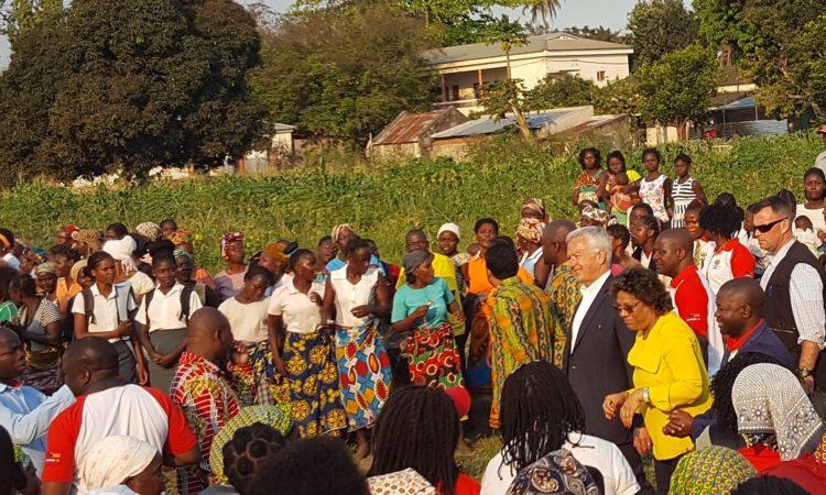 Visita do Embaixador Pittman à comunidade do bairro Coalane em Quelimane