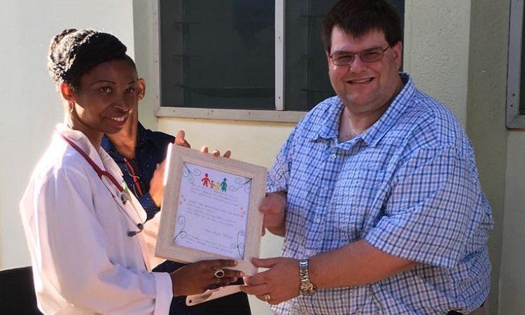 Chefe Adjunto da Missão dos E.U.A, dos Estados Unidos, Bryan Hunt, no Centro Pediátrico de Excelência (PCE) em Pemba
