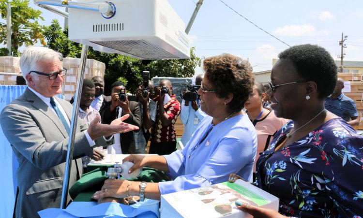 Saúde Materno-Infantil Reforçada em Equipamento nos Mais de 1.400 Centros de Saúde em Moçambique