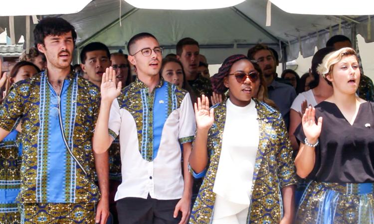 Cerimónia de Juramento e Afectação de 54 Novos Voluntários do Corpo da Paz dos E.U.A